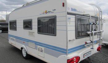 Hobby 460 UFE, model 2002 + před stan plná