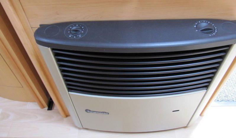 Hobby 460 UFE, model 2008 + klima + před stan plná