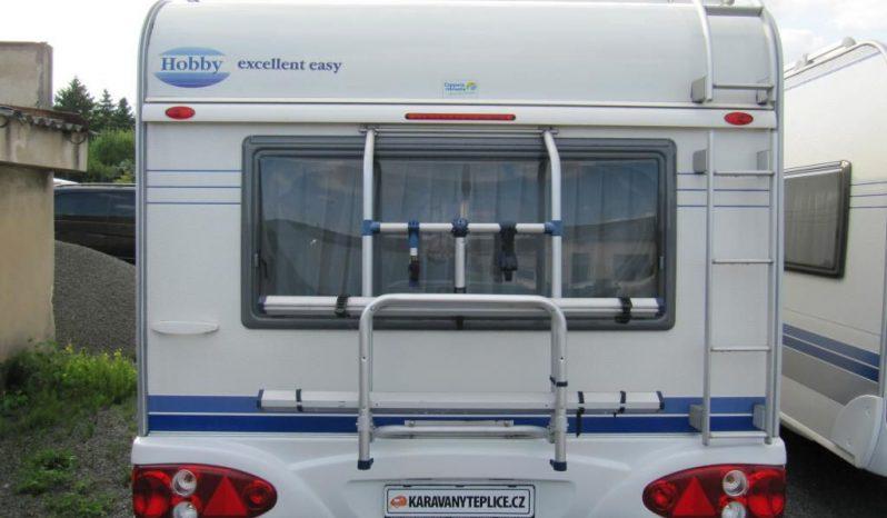 Hobby 460 UFE, r.v.2003 + elektrický pojezd + kompletní před stan + přední a zadní nosiče kol + originál koberce plná