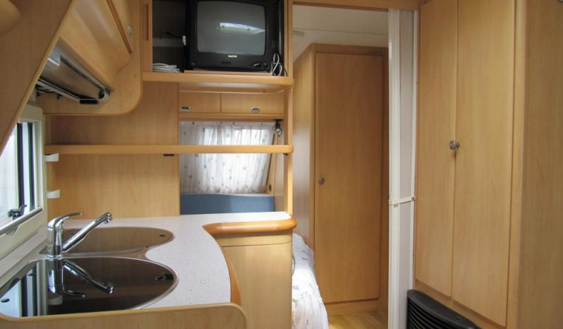 Hobby 460 UFE, r.v.2003 + kompletní před stan + zadní nosič 3kol plná