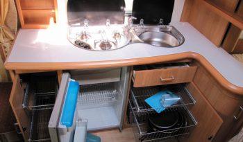Hobby 495 UFE, r.v.2001 + plně automatický elektrický pojezd + kompletní před stan + originál koberce + elektrické topení TRUMA plná