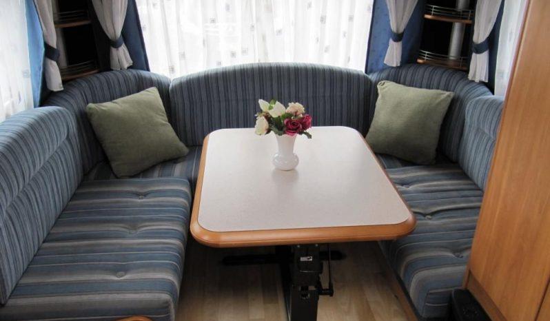 Hobby 495 UK, r.v.2005 + před stan plná