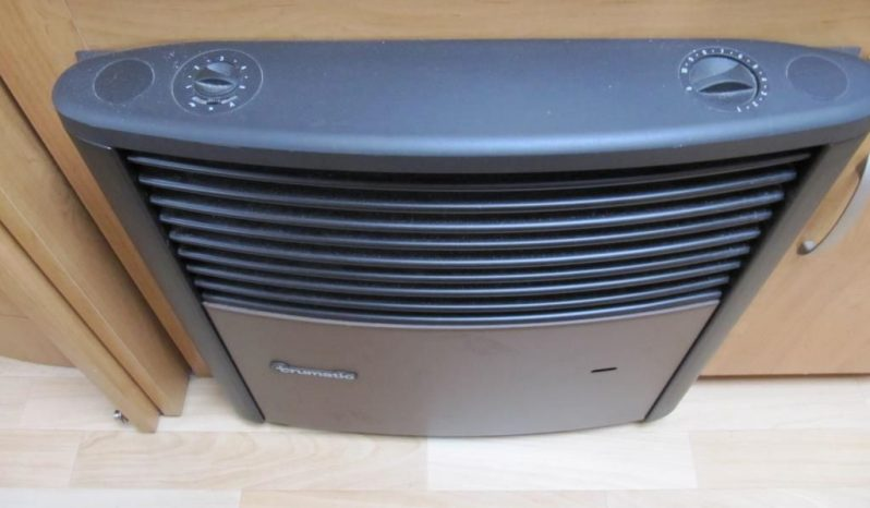 Hobby 495 UFE, model 2006 + mover + satelit plná