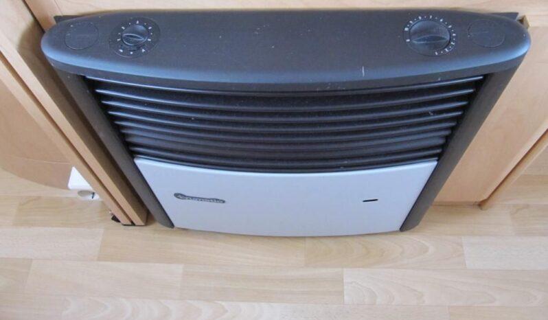 Hobby 460 UFE, r.v.2003 + mover + před stan plná