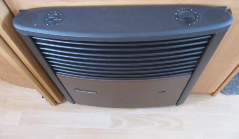 Hobby 460 UFE, r.v. 2004 + předstan + nosič kol plná