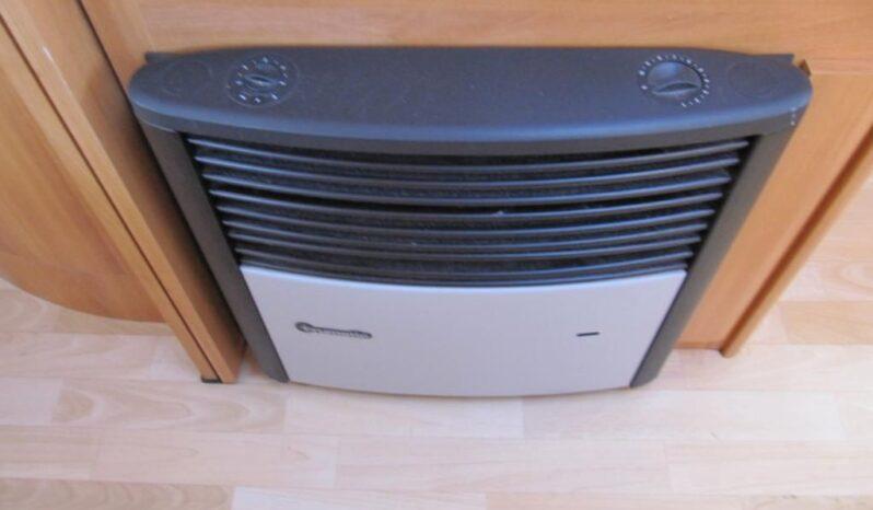 Hobby 460 UFE, r.v. 2005 + mover + předstan + markýza plná